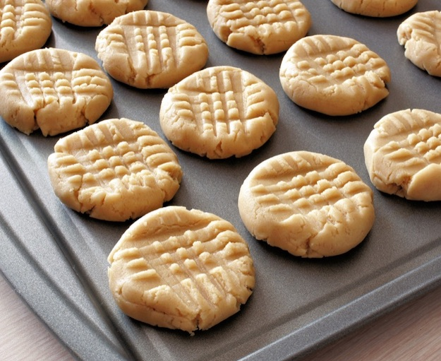Quick, easy simple 3 ingredient peanut butter cookies recipe. Soft, chewy and delish! The BEST cheap and easy peanut butter dessert recipe.