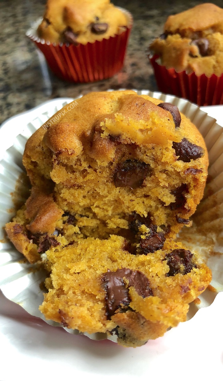 3 Ingredient Chocolate Chip Pumpkin Muffins-- my favorite fall treat! These are so quick and easy to make. | Instrupix
