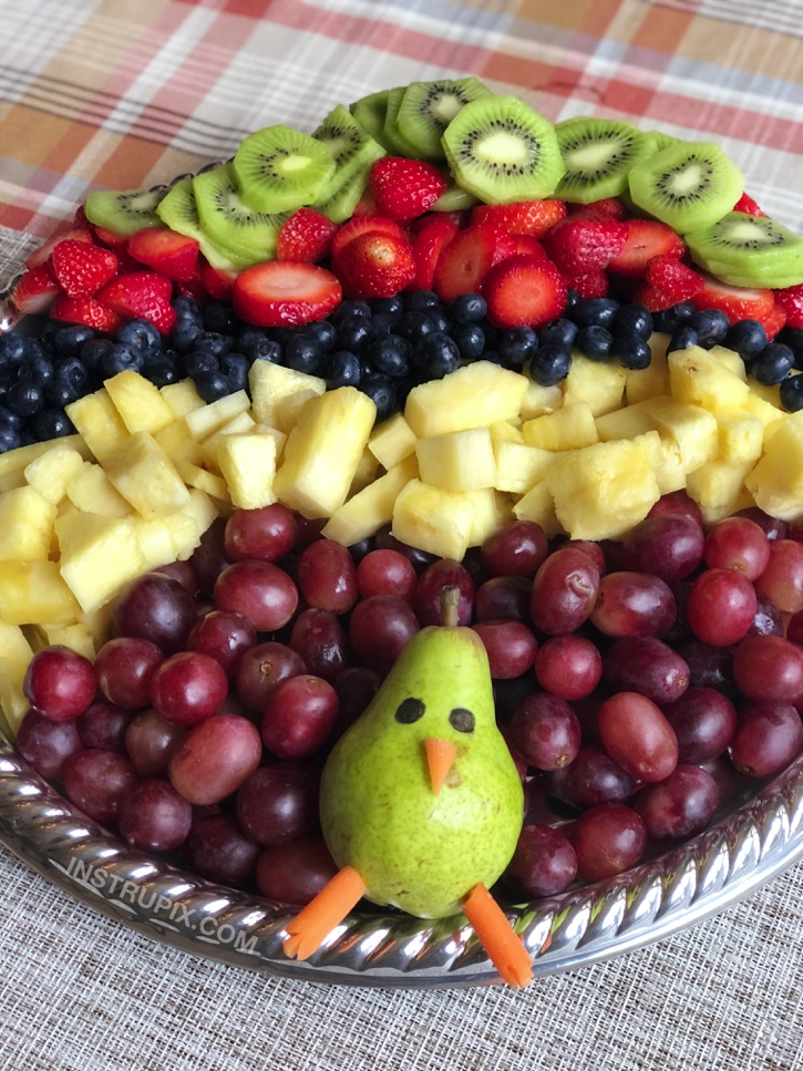 So cute! Easy Turkey Fruit Tray for Thanksgiving. An easy fruit appetizer idea. Kids love it! Instrupix