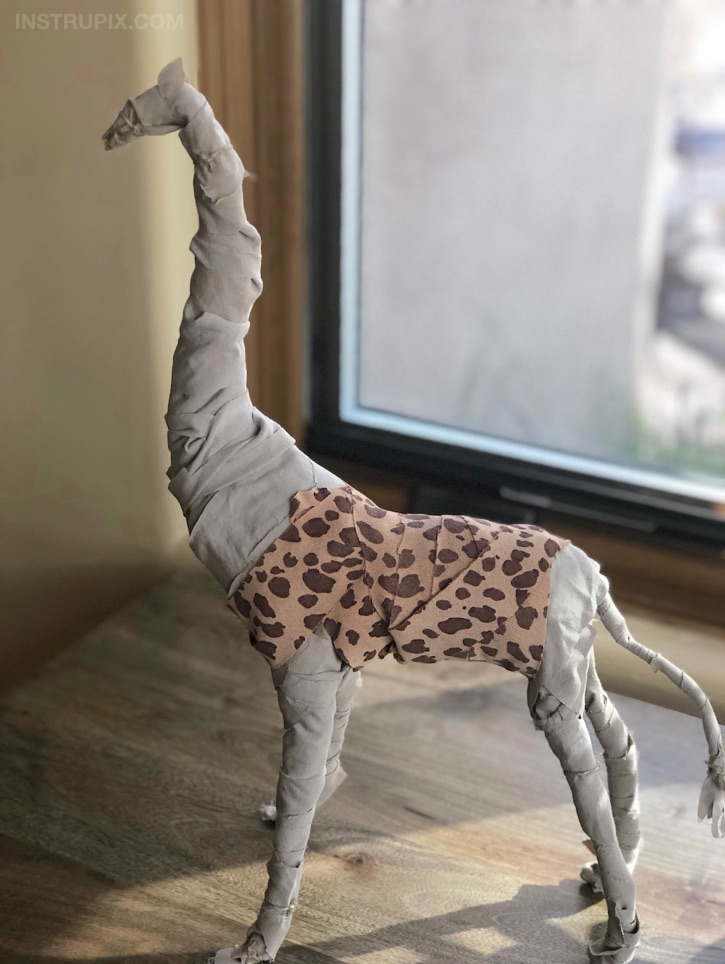 No-Sew Fabric Wrapped Wire Animals - Looking for easy DIY projects for the home? These simple but cute wire animals are perfect for kids, teens and adults to try! This no sew craft can be completely customized to your own taste. Great for beginners or experienced craftsters! It's cheap, fun and super easy. #instrupix #crafts #projects