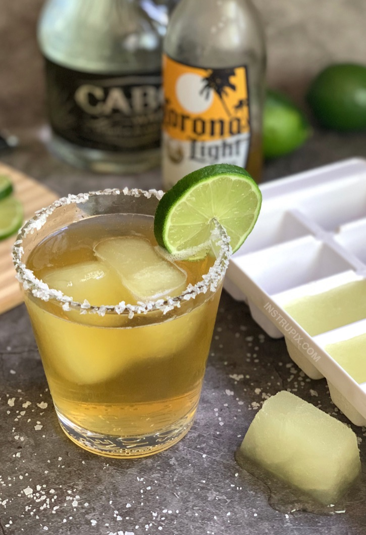 Margarita Cubes and Beer (plus 4 other cocktail cube ideas!) Like a BeerRita but better! They chill and flavor your beer at the same time. Great for pool parties! #instrupix #drinkrecipes #margaritas #mexicanbeer