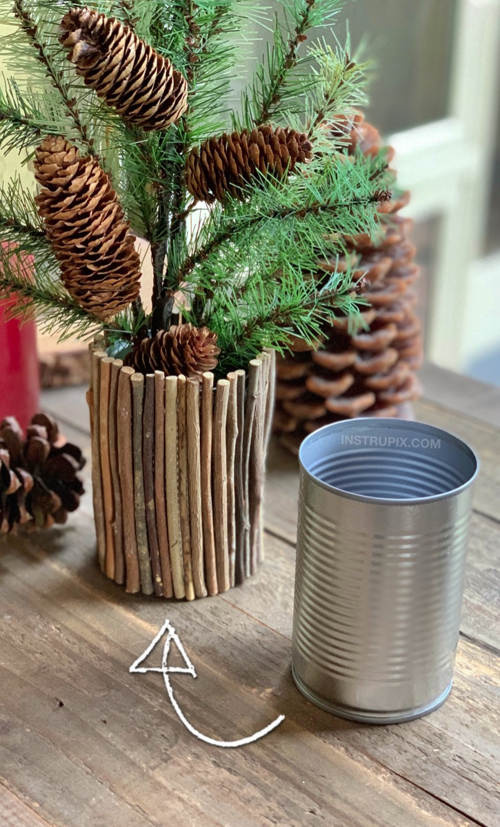 Easy DIY Tin Can Craft Idea: Rustic Christmas Vase made out of a tin can! Looking for upcycling ideas? There are so many ways to dress up a tin can! This cheap and easy project is great for kids and adults! Simply use sticks and hot glue to cover a tin can. #upcycling #recycling #easycrafts #instrupix