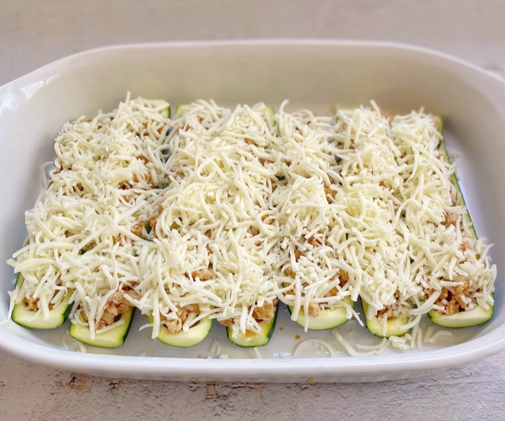Cheesy Chicken Zucchini Boats Rezept