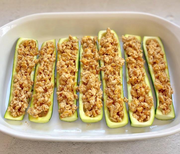 Einfaches Zucchini-Boots-Rezept mit gemahlenem Huhn